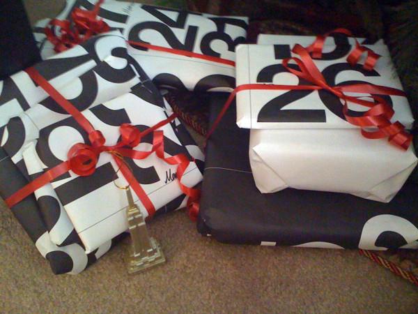 Holiday-Gift-Wrap-Stendig-calendar-gift-wrap-600x450.jpg