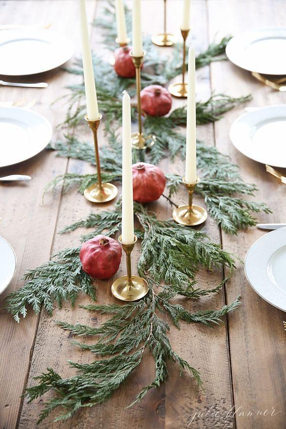 arranjos-de-natal-para-mesa-folhas-romas-e-velas.jpg