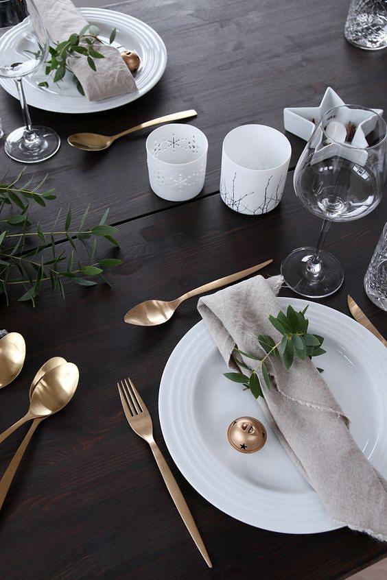 arranjos-de-natal-para-mesa-simples-talheres-dourados.jpg