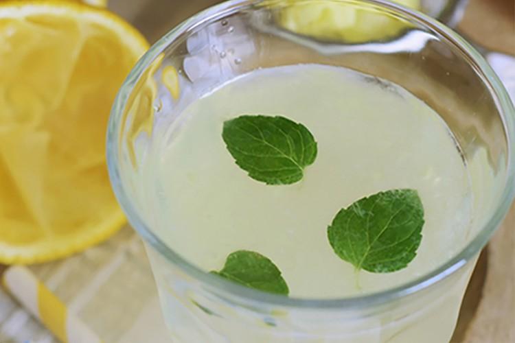 Lemon-Ginger-Detox-Drink.png