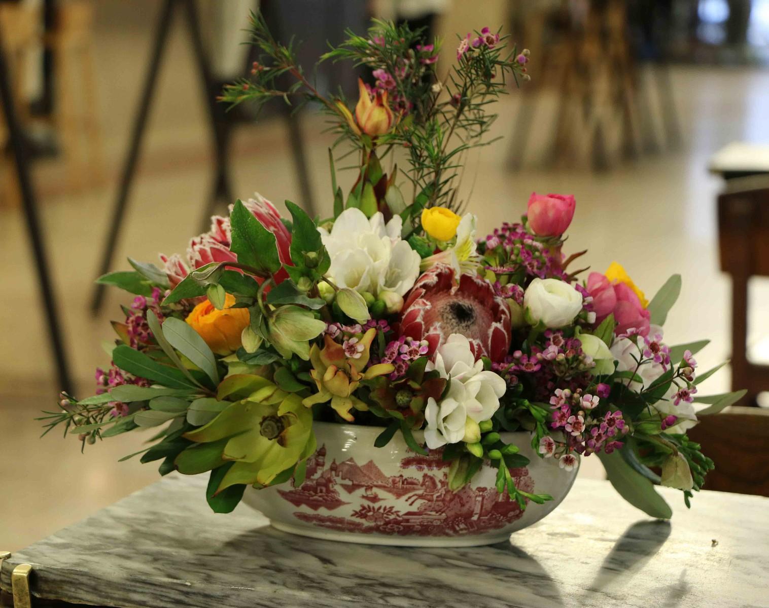 arranjo-de-flores-em-tigela-vintage-.jpg