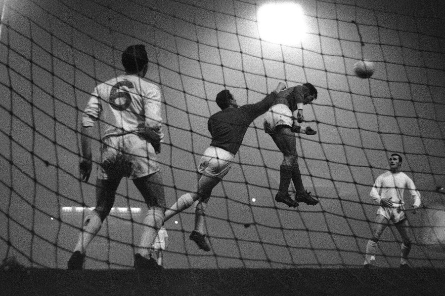 5 Jose Augusto, Benfica, beats Manchester United goalkeeper Gregg to head in the first goal of the quarter-final first-leg match of the European Cup, at Old Trafford, Manchester, England, on February 2, 1966 - AP.jpg