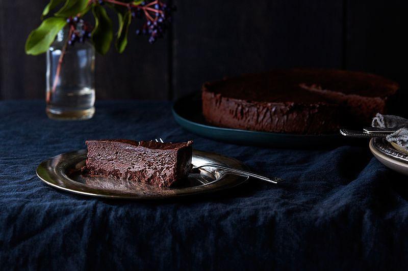 59ef9b56-64aa-4d51-aabb-225ad73b49f9--2016-0202_flourless-chocolate-oblivion-cake_julia-gartland_0067.jpg