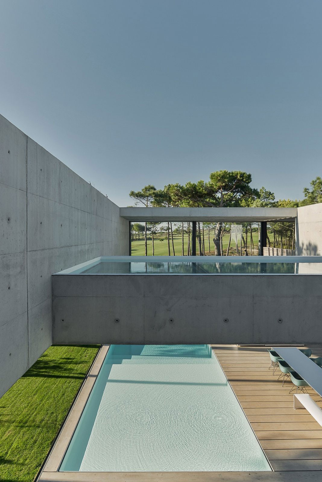 The-Wall-House-on-Portuguese-Riviera-by-Guedes-Cruz-Arquitectos-Yellowtrace-03.jpg