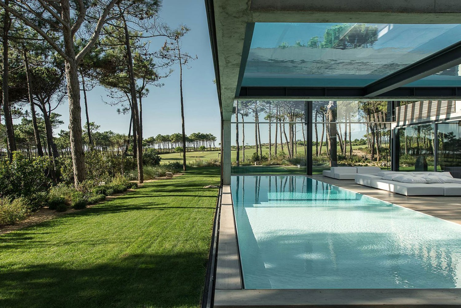 The-Wall-House-on-Portuguese-Riviera-by-Guedes-Cruz-Arquitectos-Yellowtrace-04.jpg