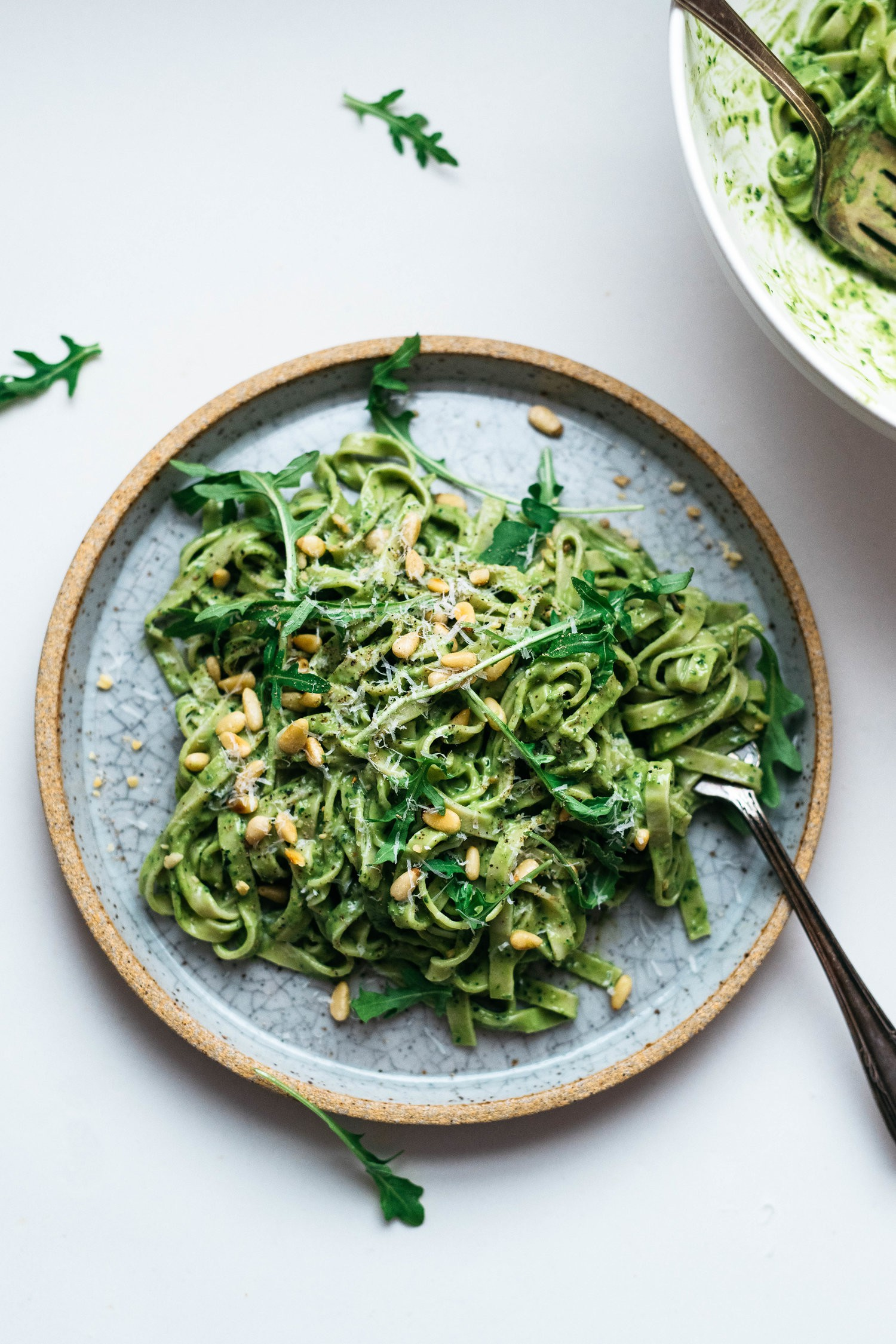 AVOCADO-KALE+PESTO+PASTA+(VEGAN)+_+dolly+and+oatmeal (1).jpg