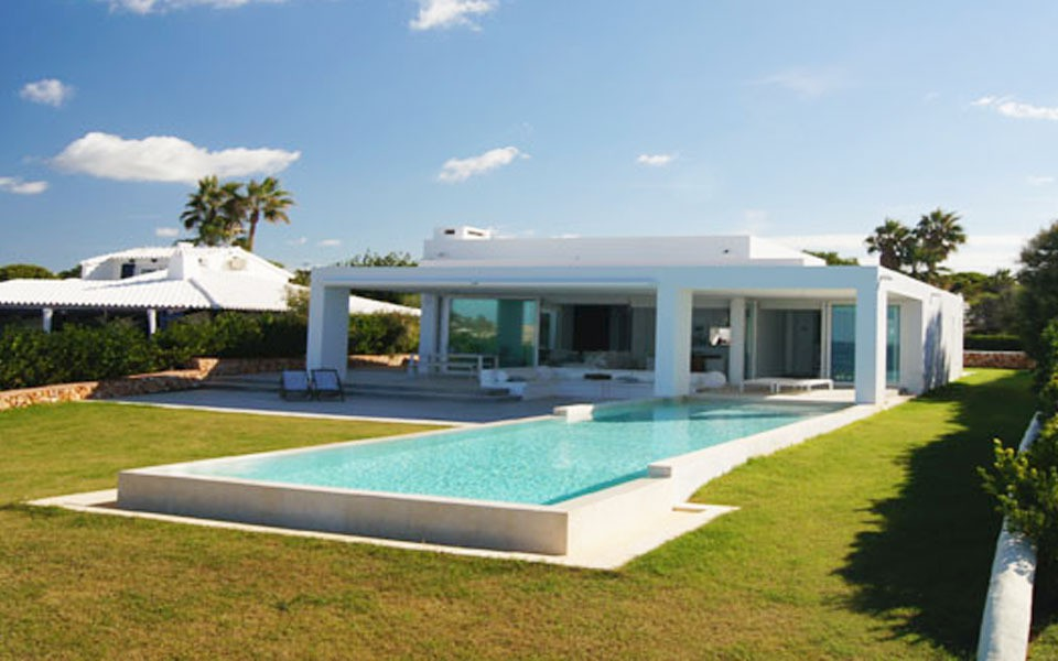 fullscreen_Luxury_villa_with_pool_in_Menorca.jpg