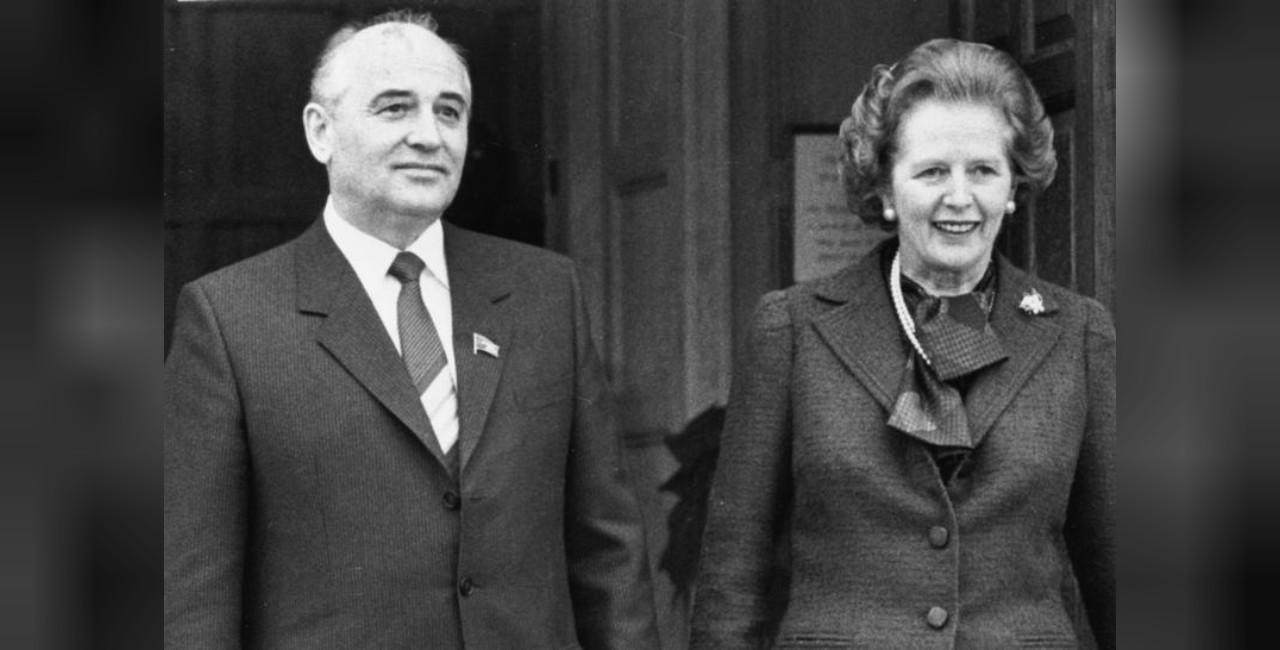 Mikhail Gorbachev, soviet Politburo member poses with British PM Margaret Thatcher at Chequers during his December 1984 visit to the UK.png