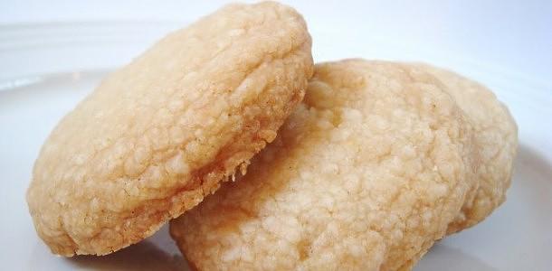 Biscoitos-amanteigados-de-coco-receitasgostosas.info_-610x300.jpg