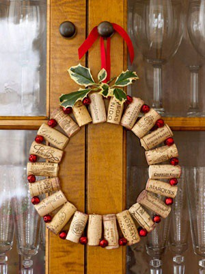 diy-wine-cork-christmas-wreath.jpg