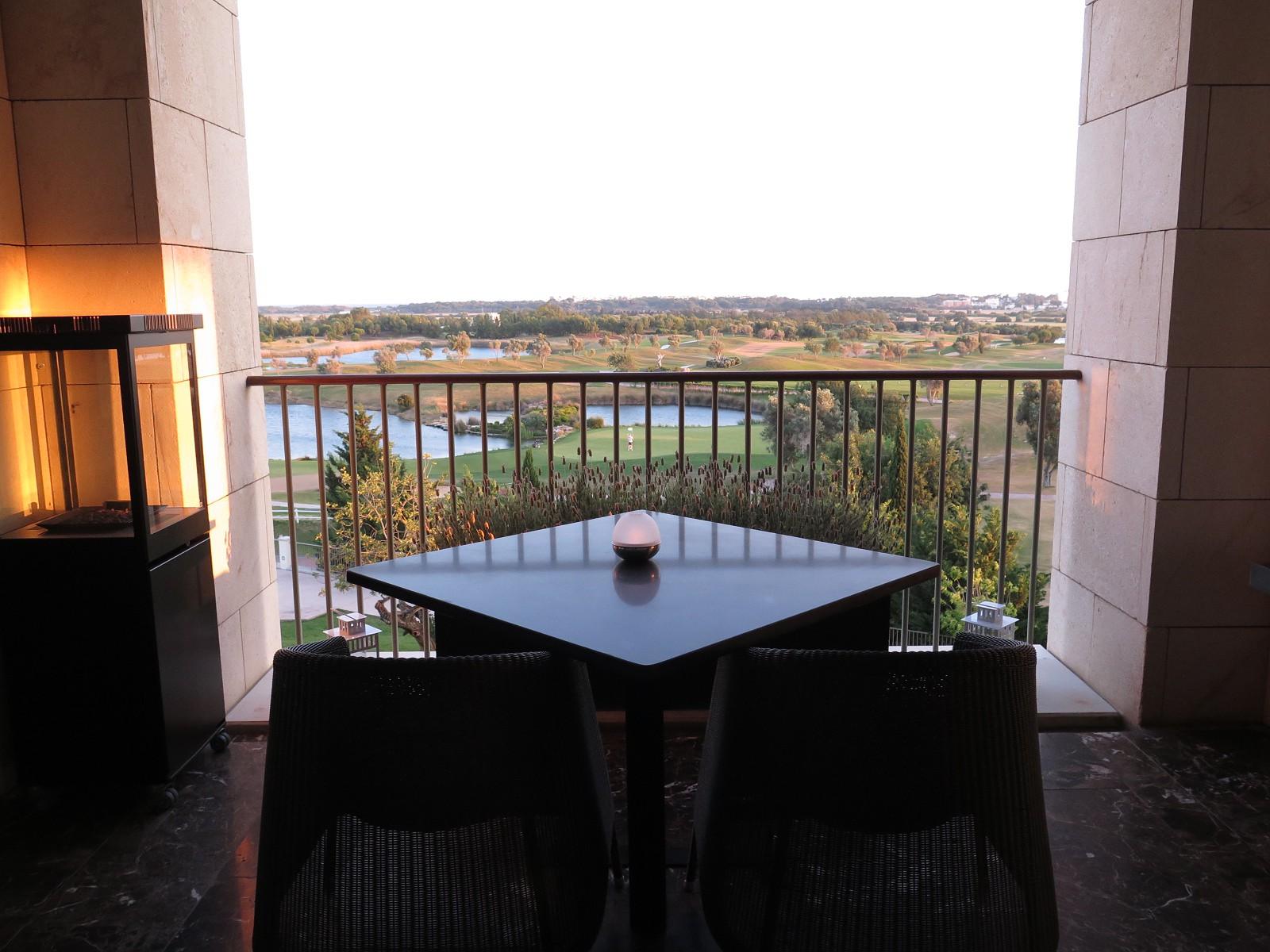 EMO, um restaurante com vista para o campo de golf
