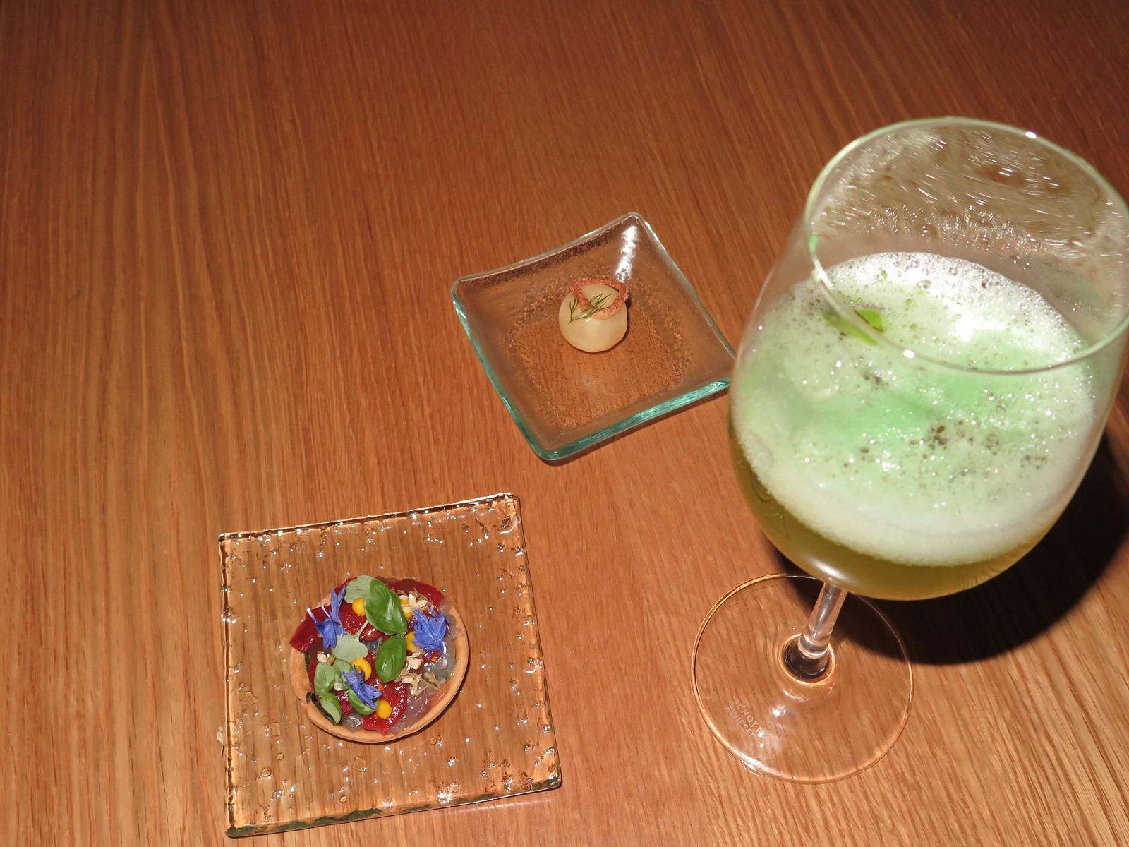 Mini Tarte (João Oliveira) + Cocktail de Vinho Branco (Nelson de Matos) + Esfera de Tangerina (Rui Mota)