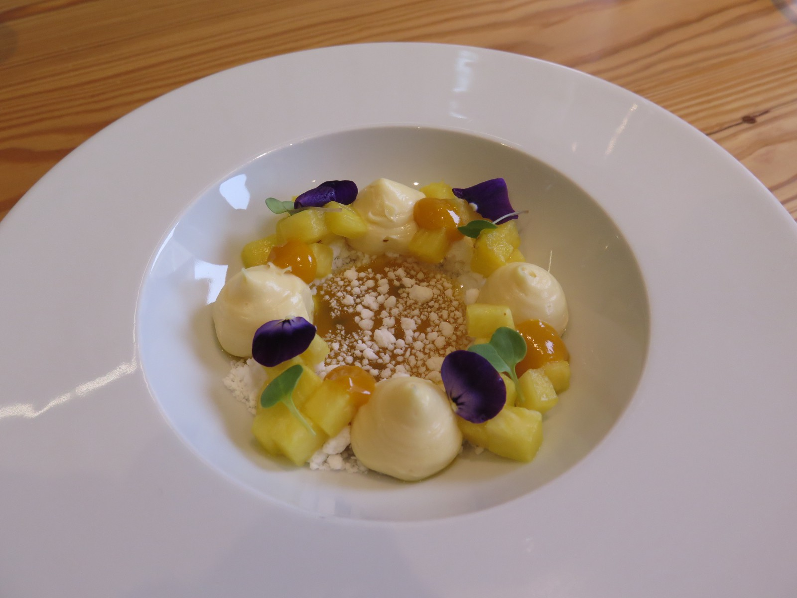 Carnaval da Bica / Coconut mousse with pineapple and passionfruit
