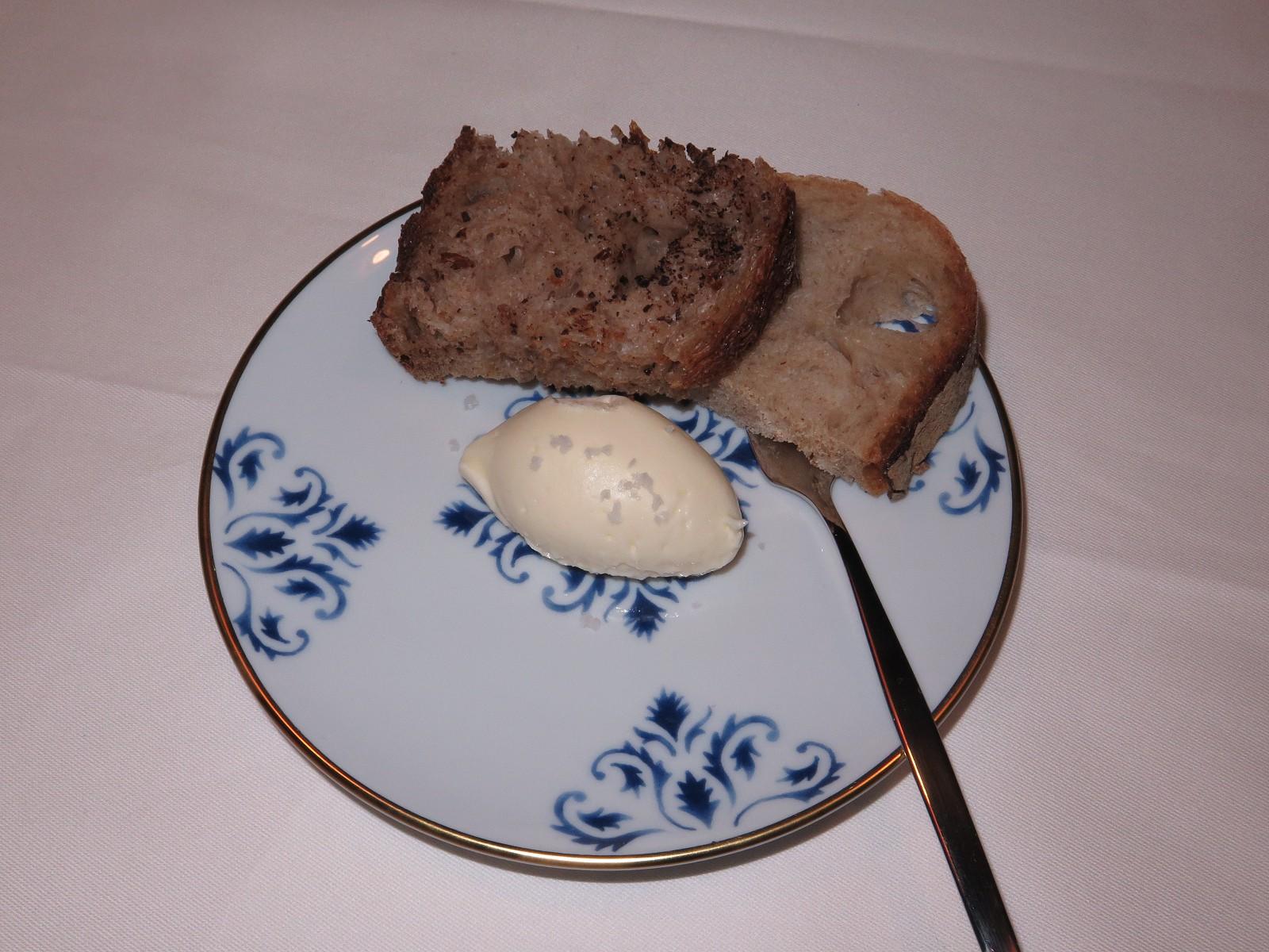 Pão e manteiga de vaca com flor de sal