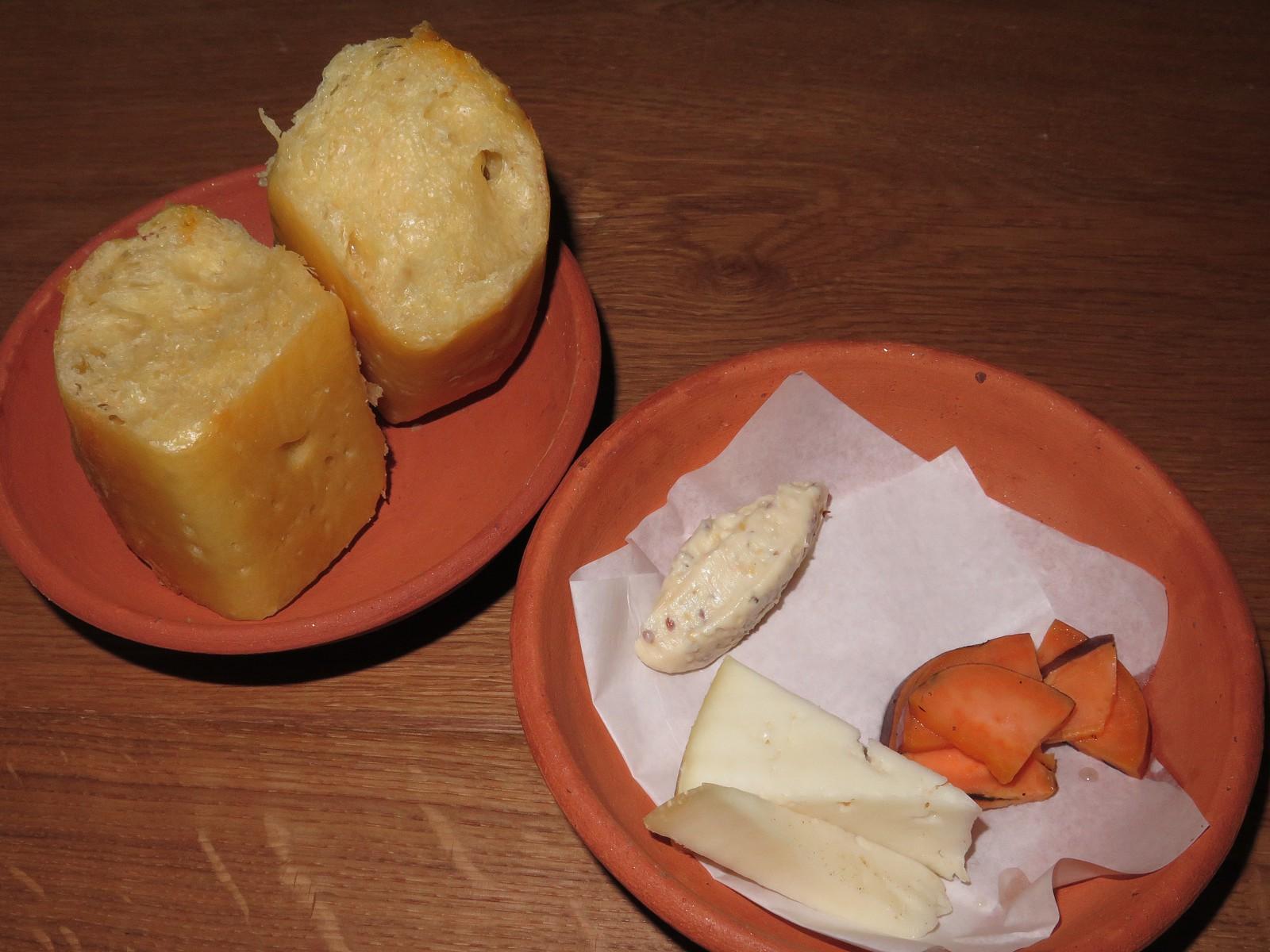 Serra da Estrela, pain maison, pickles
