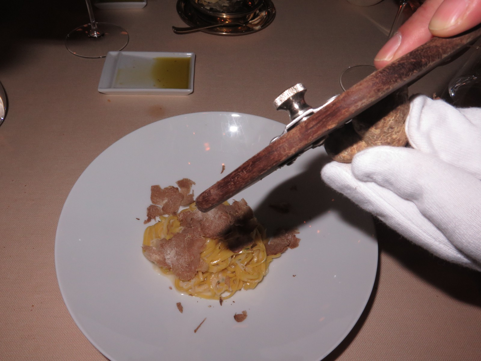 Tagliolini with black salsifies, chives and with truffle from Alba